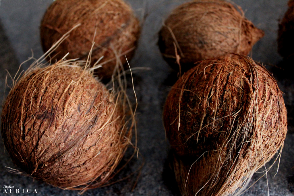 Make natural coconut oil, Whole Coconuts